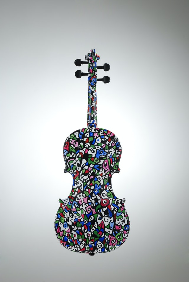 "Violin ""Spring"", painted by Elena Birkenwald in 2007"